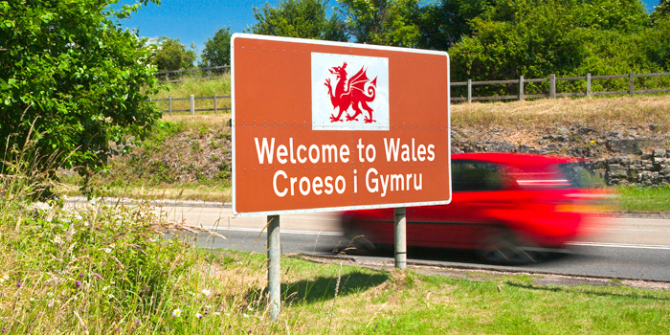 Welsh_WelcomeSign_top