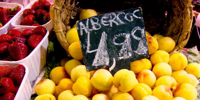 apricots market spain