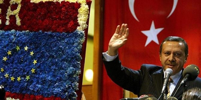 erdogan-waving