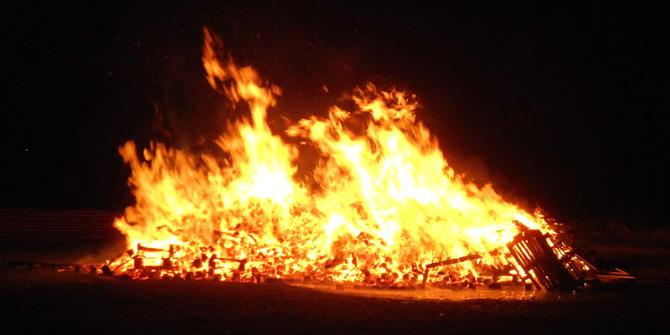 lewes_bonfire_night_2013_south_street_bonfire_2