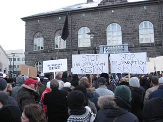 Protesters outside the Alþingishús, home to the Icelandic parliament. (Credit: Haukurth, CC by 2.0)