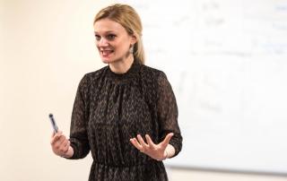 teacher speaking, credit Catarina Heeckt