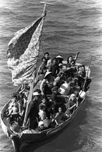 256px-35_Vietnamese_boat_people_2