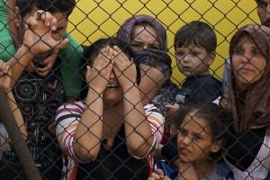 Women_and_children_among_Syrian_refugees_striking_at_the_platform_of_Budapest_Keleti_railway_station._Refugee_crisis._Budapest,_Hungary