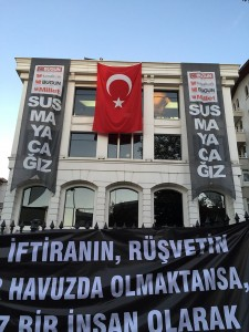 Protest_against_2015_Koza_İpek_raid_(1)