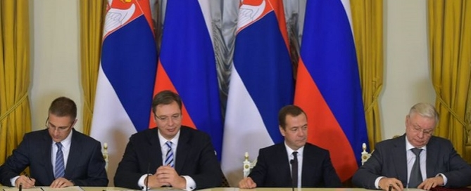 Signing documents following Russian-Serbian talks, October 2015. Credits: kremlin.ru