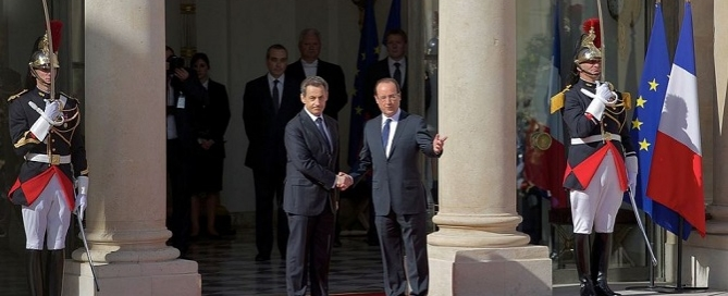 Nicolas Sarkozy and François Hollande at the presidential inauguration on 15 May 2012 at Élysée Palace. Credits: Cyclotron / Wikimedia
