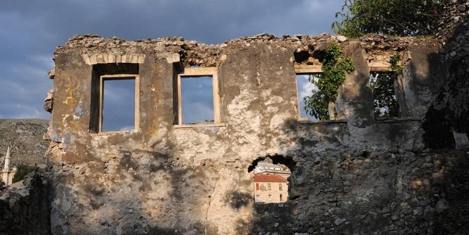 source: https://commons.wikimedia.org/wiki/File:Ruins_of_the_Bosnian_War_in_Mostar_002.jpg