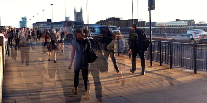 Commuters on London Bridge (Credit: Adam Tinworth)