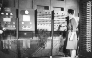 Two_women_operating_ENIAC