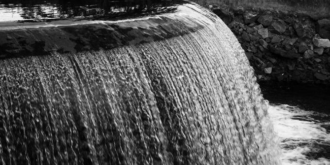 flat_waterfall_by_natoroja-d2xsesu