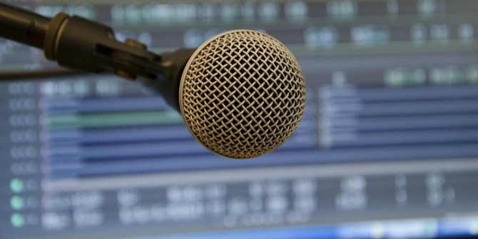 microphone-394284_1280
