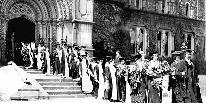 800px-Women_graduates_University_of_Toronto_circa_1915