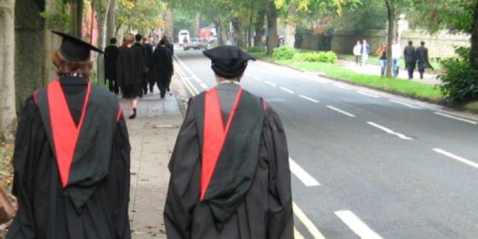 Academic_dress_Oxford_walking