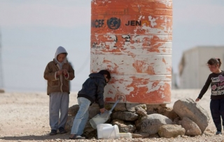 Children_filling_water_in_Al-Zaatari_Camp