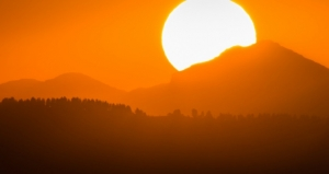 Lesotho Sunrise, by Andrew Moore, via Flickr: https://www.flickr.com/photos/andryn2006/14987686911/