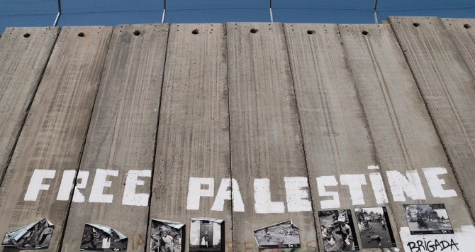 Israeli West Bank Barrier. Photo Credit: Montecruz Foto, via Flickr [https://www.flickr.com/photos/libertinus/8236191472/] License: CC BY-SA 2.0
