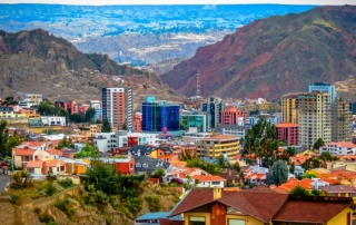 Zona Sur area of La Paz. Photo credit: Matthew Straubmuller, via Flickr (https://www.flickr.com/photos/imatty35/8292682199/). Licence: (CC BY 2.0).