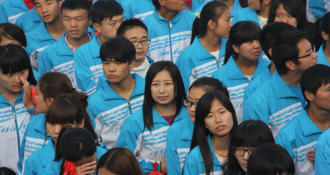 Chinese Students Students at Anyang Normal University. Photo credit: V.T.Polywoda, via Flickr (https://www.flickr.com/photos/vtpoly/15687397105/). Licence: CC BY-NC-ND 2.0