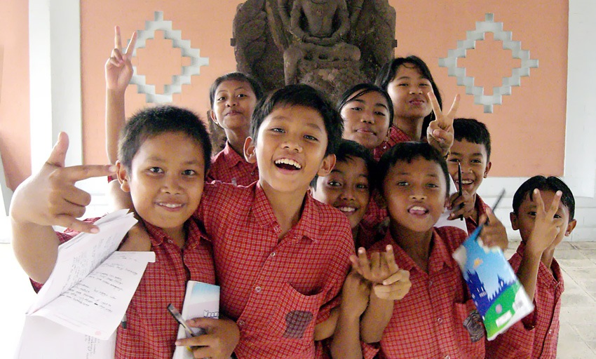 indonesian_kids_in_museum_cropped