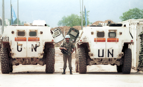 UN peacekeepers at Sarajevo airport in 1993, during the siege of Sarajevo. Photo by Mikhail Evstafiev (CC BY-SA 3.0)