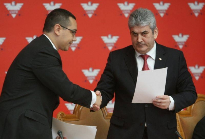 PM Victor Ponta (left) and his deputy Gabriel Oprea – via dcnews.ro