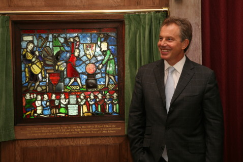 Tony Blair and the Fabian Window in the Shaw Library 20 April 2006. Credit: LSE/Nigel Stead