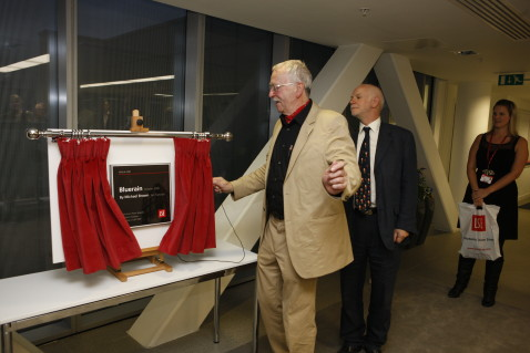 Darril Hudson unveiling the Bluerain commemorative plaque at the reception in the LSE New Academic Building. 6th October 2009