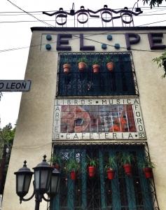 El_Péndulo_bookstore_and_cafe,_Av._Nuevo_León,_col._Hipódromo,_Condesa