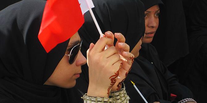 800px-Young_Bahraini_woman_-_Flickr_-_Al_Jazeera_English