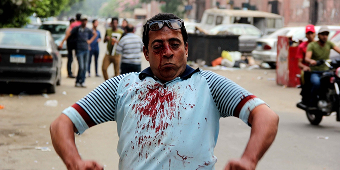 An injured protester during clashes outside Cairo University, July 2013. Diariocritico de Venezuela, flickr.com