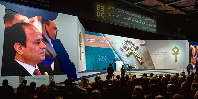 President_al-Sisi_Listens_as_Secretary_Kerry_Addresses_Audience_of_Several_Thousand_Attending_Egyptian_Development_Conference_in_Sharm_el-Sheikh_-_16803948642