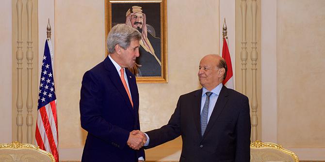 Yemeni President Abd Rabbuh Mansur Hadi and US Secretary of State John Kerry during a meeting in Riyadh, May 7, 2015.
