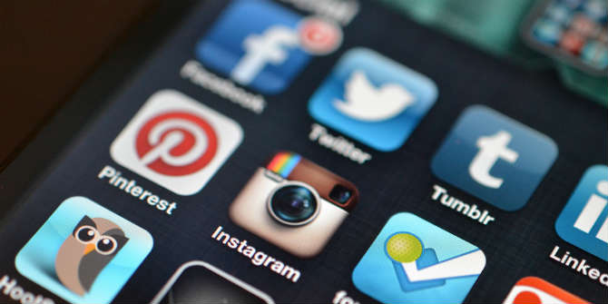 Jason Howie Instagram and other social media apps CC BY 2
