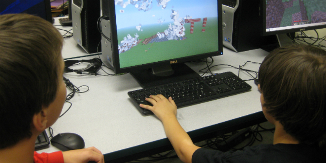 Learning resilience online through Minecraft