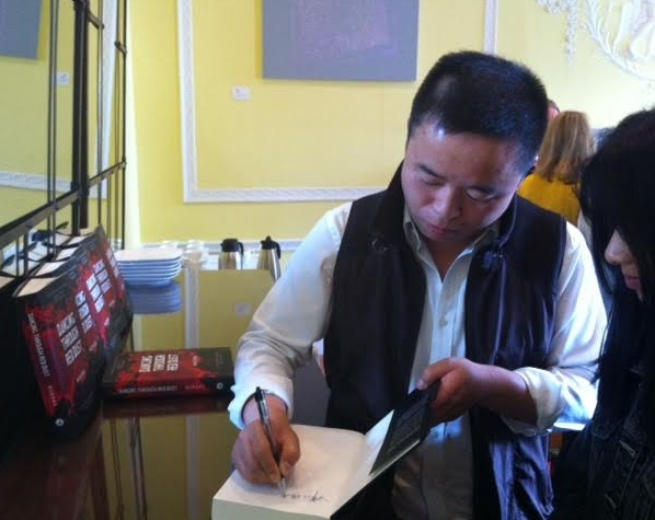 Murong Xuecun signs copies of 'Dancing through Red Dust'