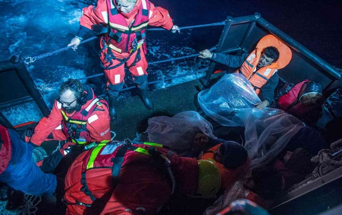 NEW RESEARCH: Rescue or report? The ethical and editorial dilemmas of crisis journalism