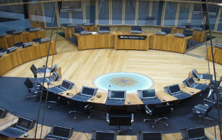 640px-Debating_chamber_of_the_Welsh_Assembly_(2006)
