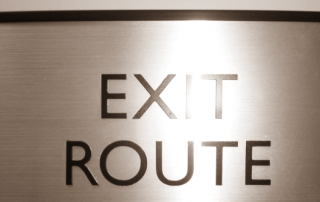Exit_route_sign_with_braille-1