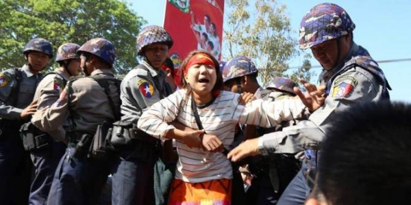 Police crackdown on student protesters in Latpantann, March 2015. Credit: Burma Democratic Concern CC BY 2.0