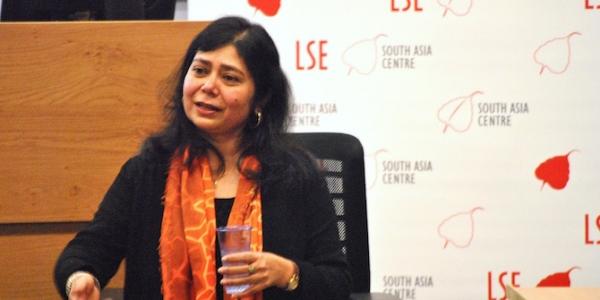 Shrabani Basu speaking at LSE on Indian soldiers in the First World War. Credit: Sonali Campion