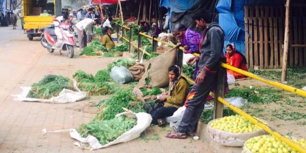 Street sellers in Madiwala market, Bangalore. A divide emerges between those who are able to access digital payment platforms such as Paytm, and those who are not.  Image credit: Silvia Masiero