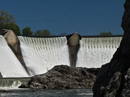 Hydroelectric Dam in Essex Junction, Vermont Credit: Don Shall (Creative Commons BY NC ND)