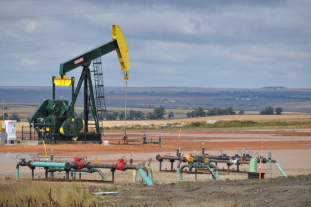 Oil extraction in North Dakota Credit: porchlife (Creative Commons BY NC SA)