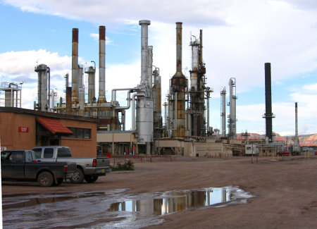 Refinery in New Mexico Credit: Jonathan Boeke (Flickr, BY-NC-SA-2.)