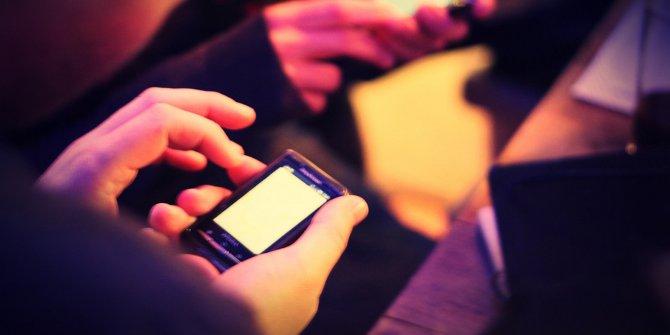 Smartphone hand featured